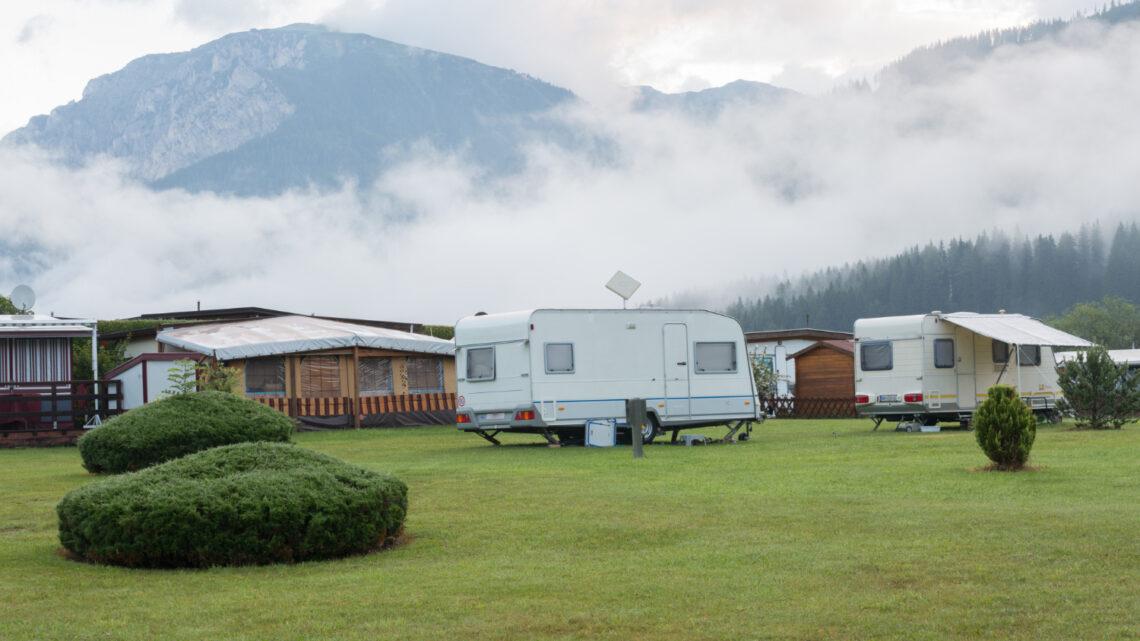 Hvordan finder jeg en campingplads nær mig? 4 tips